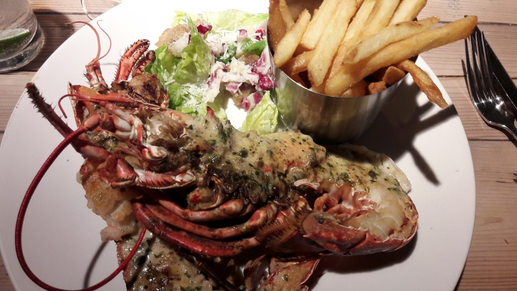 Whole lobster with chips